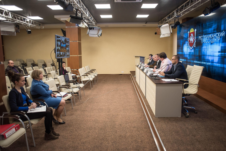 Сергей Зырянов провел видеоселекторное совещание с муниципалитетами по общественно-политической ситуации и реализации внутренней политики в Крыму